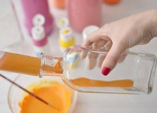 عمل مزهرية من الزجاجات الفارغة