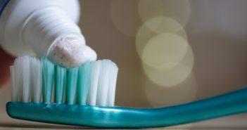 صناعة معجون الأسنان