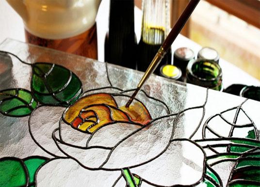 الرسم علي الزجاج