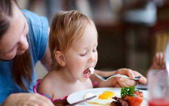 كيف تجعل طفلك يأكل الطعام الصحي